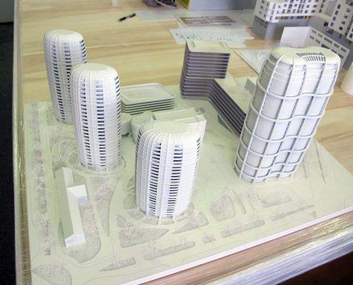 monochromatický model vežiakov SKY PARK