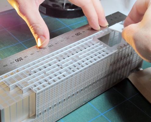 Monochromatický štylizovaný model súboru objektov